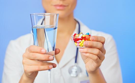 лечение бронхита и астмы, воды и таблетки